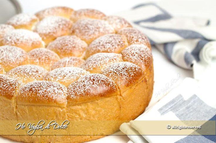 Danubio dolce sofficissimo, morbide palline di pasta brioche con farcitura a piacere. Un dolce lievitato ideale per la colazione, soffice come una nuvola.
