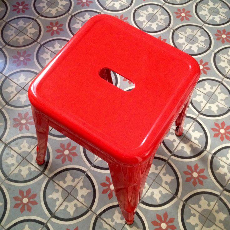 tabouret TOLIX rouge.  Carreaux de ciment Emery&Cie.