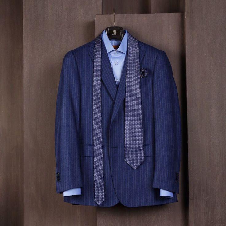 Галстук  это нечто большее чем завершающий штрих к костюму это его неотъемлемая часть. Никогда не следует выбирать ткань для костюма не придумав с каким галстуком вы его будете носить #uomocollezioni #uomostyle