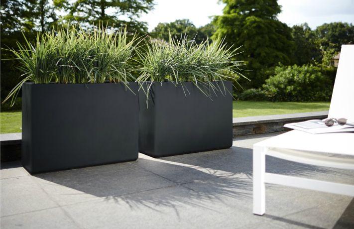 Maar dan de witte variant voor binnen of de grijze variant voor buiten.... elho pure soft brick divider - elho.nl