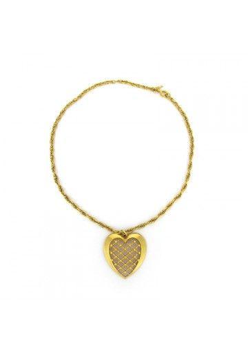 Questo pendente con catena della Trifari è un classico esempio di gioielli americani degli anni 60. Pendente a forma di cuore e catena dorata caratterizzano l'ornamento. Stato di conservazione è perfetto quindi il girocollo è adatto sia per collezione che da indossare   #trifari #anni60 #bigiotteriavintage