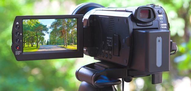 5 camere video compacte – care va fi noul tău model? . Camera video compactă a devenit un must have în zilele noastre pentru pasionații de filmări profesionale, dar și pentru amatori. https://www.gadget-review.ro/camere-video-compacte/