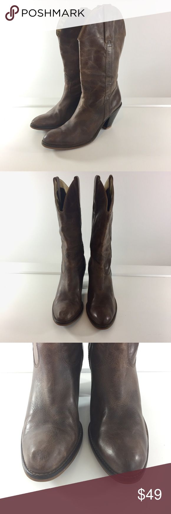 "Jessica Simpson 8-8.5 Brown Western Cowboy Boots Jessica Simpson 8-8.5 Brown Western Cowboy Boots - Boots do not have a size indicated on them.  They are close to an 8 or 8.5 in Women's shoes.  I wear and 8/8.5 in her shoes and these fit me. - Boots have been resoled and have new heel taps. - Right boot toe has indentation on the toe area and boots have scuffs/scrapes/scratches  APPROX MEASUREMENTS: 11.5"" SHAFT, 5.5"" LOWER SHAFT, 6.75"" UPPER SHAFT, 3"" HEEL,  9.5"" - 9.75"" INSOLE - INSOLE IS…"