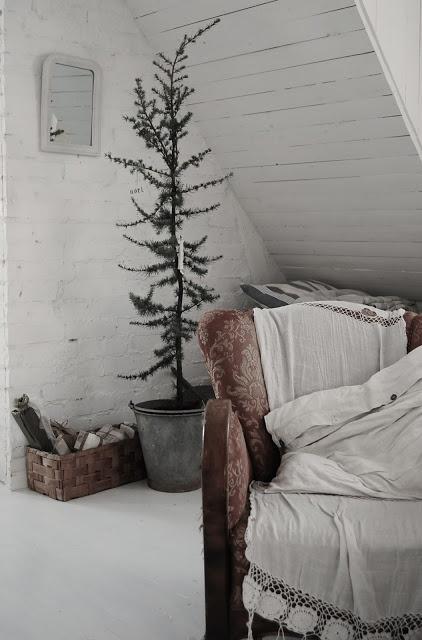 simple + rustic christmas--image via Anne Sage