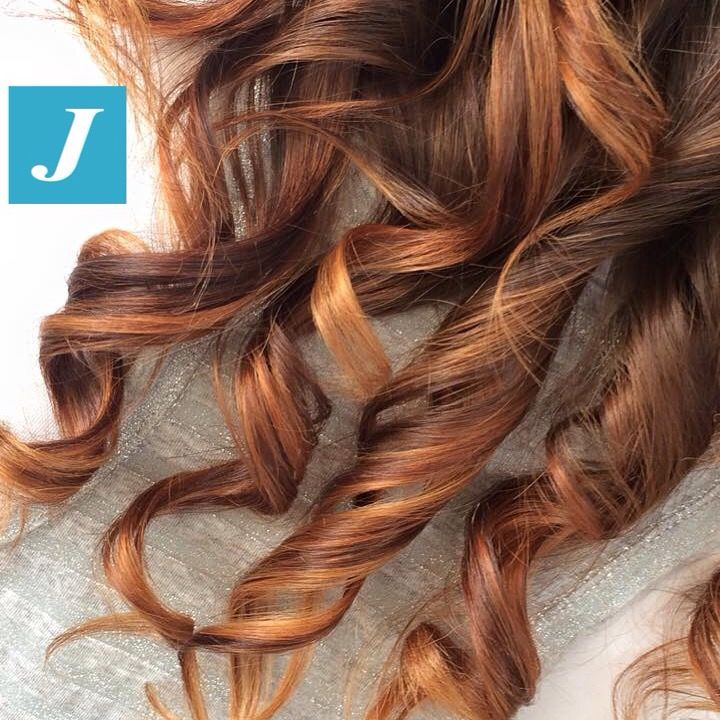 I capelli sani firmati Degradé Joelle con sfumature oro, marrone e rame. #cdj #degradejoelle #tagliopuntearia #degradé #igers #naturalshades #hair #hairstyle #haircolour #haircut #longhair #style #hairfashion