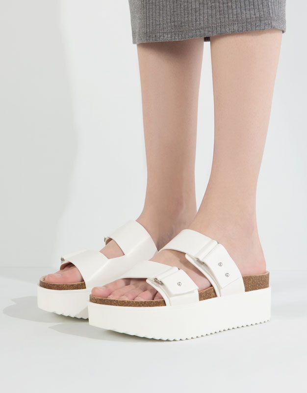 2999р Pull&Bear - обувь - новинки - сандалии на блочной платформе с пряжками - белый - 11955111-V2016
