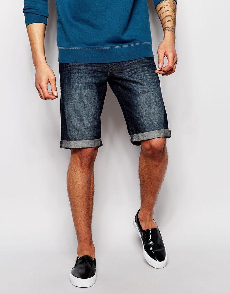 Jeansshorts von Esprit fester Stretchdenim dunkelblaue Waschung verdeckter Reißverschluss Fünf-Taschen-Stil Umschlag gerader Schnitt Maschinenwäsche 99% Baumwolle, 1% Elastan Model trägt 32 Zoll/81 cm Normalgröße und ist 188 cm/6 Fuß 2 Zoll groß