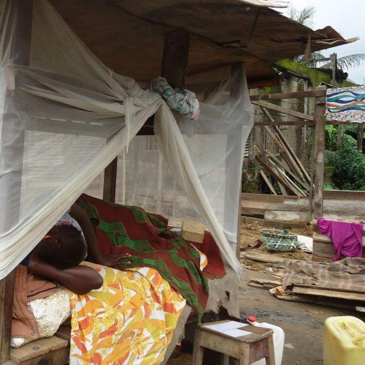 Mercredi, les agents de la Communauté urbaine ont démoli les commerces et les habitations situés aux abords de la route.  Mercredi noir pour les riverains de Mvog-Mbi, Yaoundé.