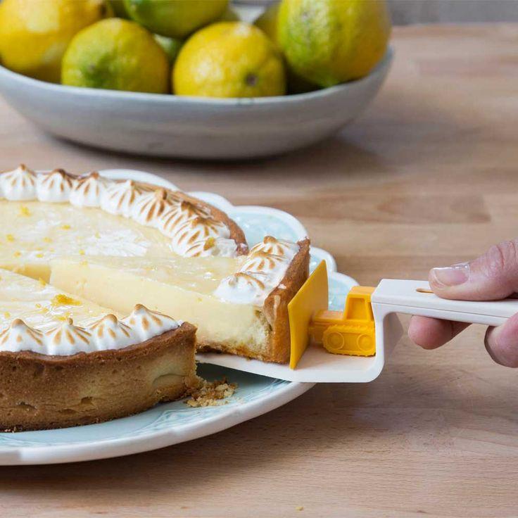 Cake Dozer  Maak het scheppen van taart leuker met de Cake Dozer. Deze taartschep beschikt over een schuifje waardoor je een stuk taart netjes op een bord krijgt!  EUR 15.95  Meer informatie