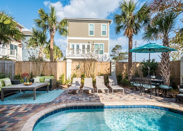 With The Right Design All Ft Lauderdale Apartment Rentals Can Feel Spacious Florida Apartments Apartment Interior Luxury Living