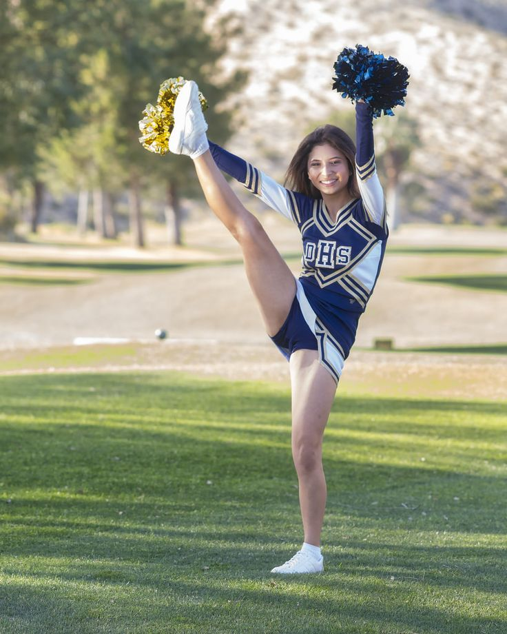 Cheerleader Kick: Royalty-free video and stock footage