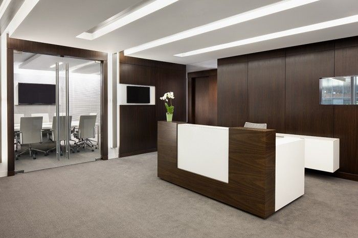 Cool reception desk recepciones mostradores pinterest for Cool office reception
