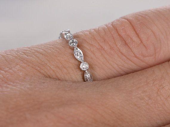 Diamant trouwring, Rose/geel/wit Gold.Every sieraden in mijn winkel moet maken om te bestellen.  ------ Objectgegevens:  Solid 14 K White Gold (goud kleur kan worden gemaakt in wit/geel/roze)  Grootte 5.5# (Ring kan worden aangepast)  Band breedte ongeveer 2,2 mm  0.27ctw ronde geslepen SI-H natuurlijke gratis conflictdiamanten.  Prong, Bezel Set  Andere functie: comfortabele pasvorm  Retail prijs: $1200--$2000  Zie deze ring in roos goud bezoek…