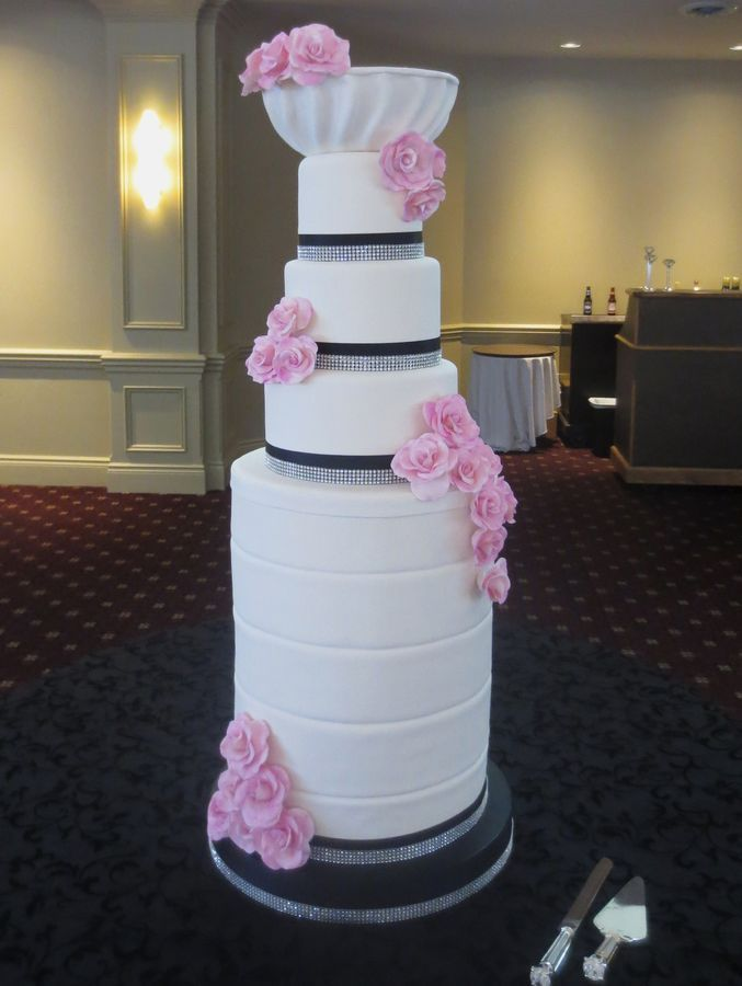 """Eye catching tower wedding cake"" is what this was pinned as.. Looks like the Stanley Cup!"