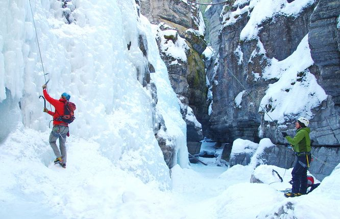 Where and How to Ice Climb for the 1st Time in Alberta