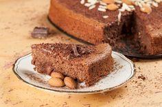 Mein langjähriger Favorit unter den Kuchenrezepten ist endlich paleo-freundlich! Mit Mandeln & Schokolade und ohne Mehl & Zucker.