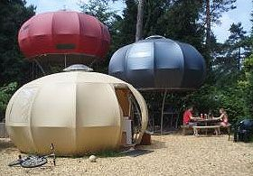 Overnachten in een futuristisch tentenkamp bij camping De Hertshoorn