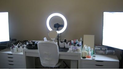 How To Set Up A Home Glamour Studio  Here mentioned components, there are several others things needed for setting up a glamour studio, such as zoom lenses, studio strobes, strobe power, umbrellas, light stands, many more.