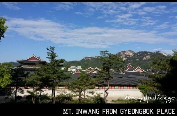 Clearing After Rain at Mt. Inwang(Inwangjesaekdo; 인왕제색도; 仁王霽色圖, 2014)' photo from Gyeongbok Palace nowadays.