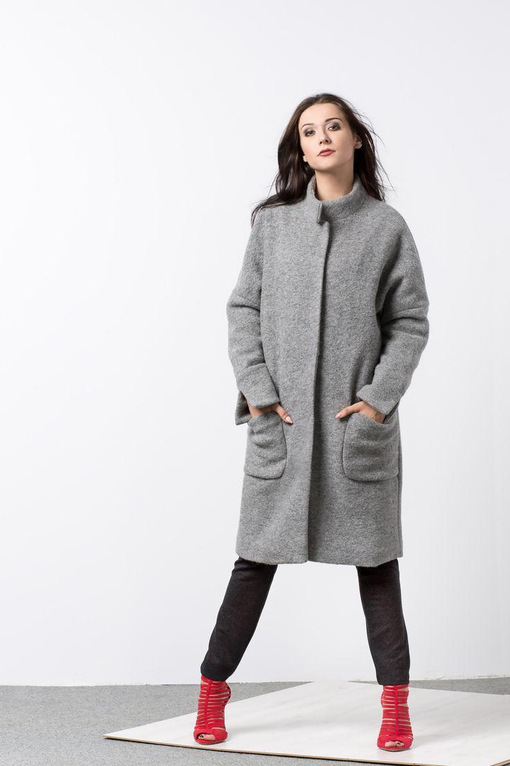 Wełniany oversizowy płaszcz zimowy. Woolen oversize winter coat.
