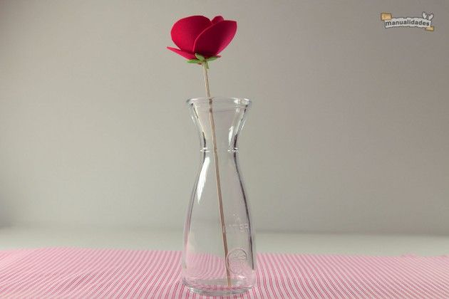 como-hacer-flores-de-fomi-001.JPG