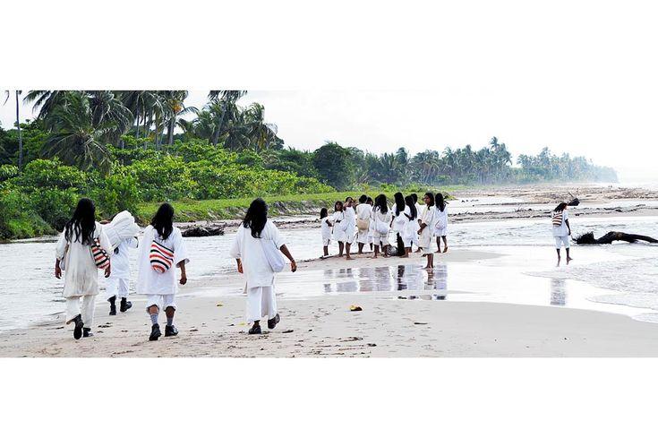 Los Koguis vuelven al mar:  Por primera vez en Colombia un pueblo indígena compra y recupera un sitio sagrado que le perteneció antes de la llegada de los españoles.
