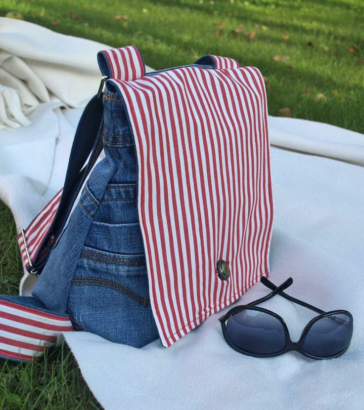 """Hallo an Alle! Wieder mal habe ich eine alte Jeans in eine Tasche verwandelt. Diesmal in der Kombination mit einem wunderschönen rot-weiss gestreiften Stoff von IKEA. Das Ergebnis ist wieder mal eine """"Am-liebsten-selber-behalten-Tasche"""". Diesmal könnte die... #anleitung #ausaltmachneu #damentasche"""