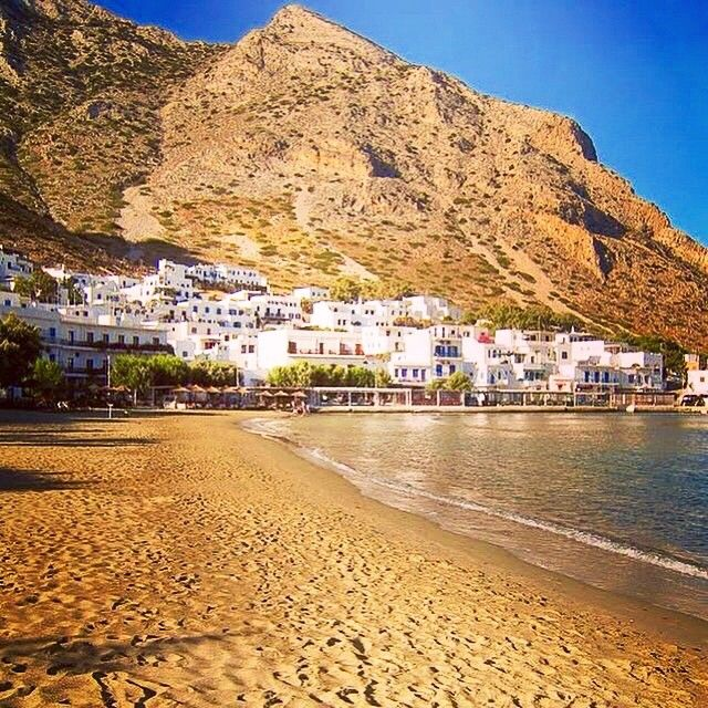 Gorgeous Cycladic style at Kamares beach , in Sifnos island ( Σίφνος ) . You can feel the golden sand & the bright sunshine .#☀️