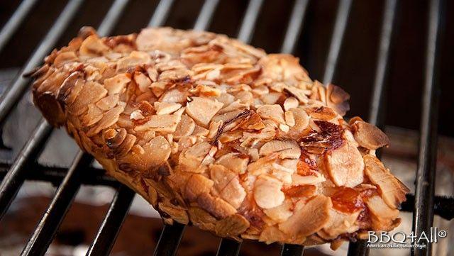 Petto di pollo alla griglia in crosta di mandorle