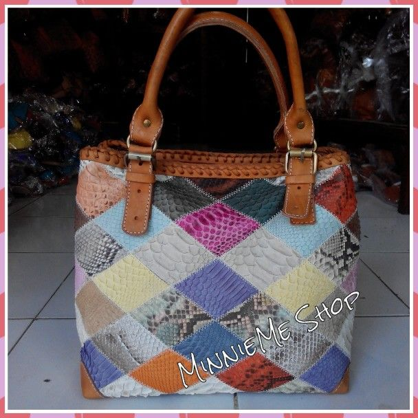 Material: Genuine Snake Leather | IDR 800.000 | USD 80 | Whatsapp 085737176468 | Line Id: ayu.trisna | FB: MinnieMe Shop | Instagram: @minnieme_shop