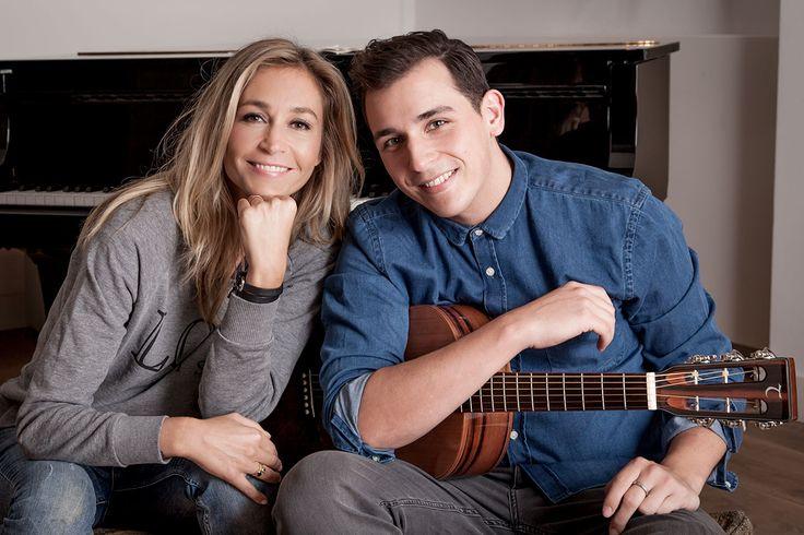 Wendy van Dijk en Nielson. Nielson droeg zijn nieuwe hit; De Kleine Dingen op aan de zoektocht naar geluk.