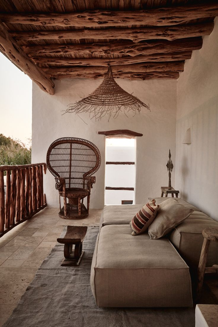 What a beautiful balcony in natural colors. We love the mediterranean flair and the wooden ceiling.