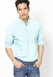 Parade the retro style when you wear this ice blue coloured casual shirt by United Colors of Benetton. The moisture-wicking fabric makes this regular-fit casual shirt a must-have in your wardrobe. Style it with contrast colour chinos for an event that doesn't demand formals.