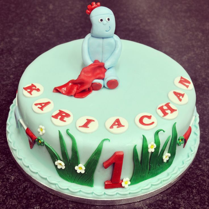 A really cute cake with an Iggle Piggle cake topper. Perfect for celebrating your little one's big day! #sugarcraft #irishbaking #birthdaycake #occasioncake #cakedecorating