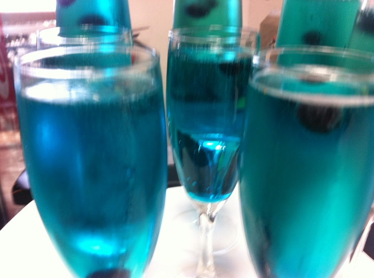 the ingredients are super easy  1  champagne 2  blue