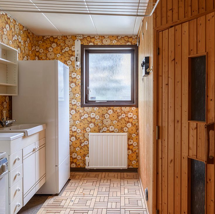 The rarely thought-of room: laundry/tvättstugan, deserves to be put in the spotlight  As in this 1976 villa in Vendelsö, Haninge. Out by @fastighetsmaklarna. #hemnet#sjuttiotal#70tal#kulturarv#tvätt#badrum#historia#gamlatapeter#byggnadsvård#inspiration#retro#svenskahem#folkhem#nostalgi#realestate#interior#70s#scandinaviandesign#swedish