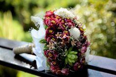 Me deu a doida e eu fiz meu buquê de noiva com flores artificiais e flores…
