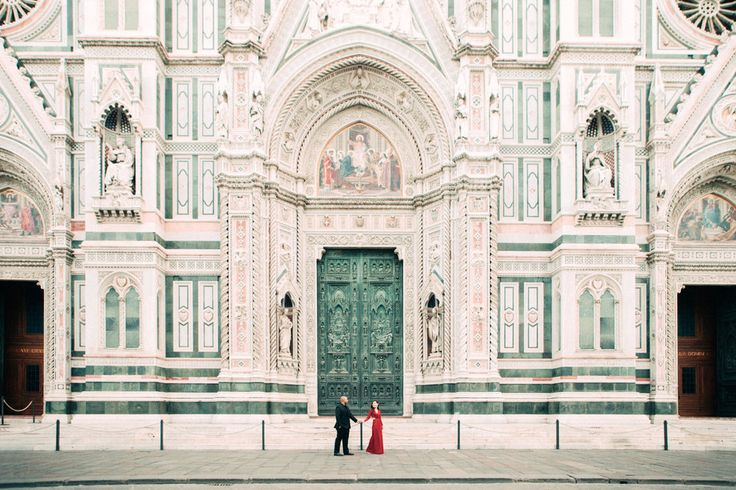 Capture your souvenir in Florence! Our global network of professional, vetted, local photographers shoot holidays, families, honeymoons, proposals, anniversaries, engagements, special occasions, special vacations & more. Some trips deserve more than selfies! Love Sonya's photos!