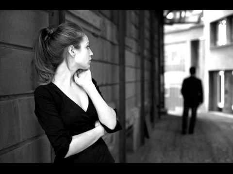 """""""Szeretni van jogod, viszonzást kérni nem! Mert az nem parancsszóra érkezik, önszántából kell jönnie. S, ha nem jön, az is egy válasz, amit el kell fogadnod. Add másnak a szereteted, de ne vádaskodj! Nem mindenki arra vágyik, amit te, és ahogyan te nyújtod. """""""