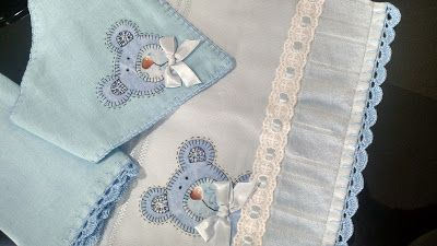 LOY HANDCRAFTS, TOWELS EMBROYDERED WITH SATIN RIBBON ROSES: CONJUNTO PARA MENINOS