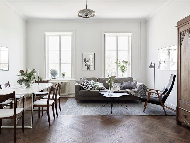 White Furniture Dark Floors White Walls And Dark Wood Design Attractor White Walls Living Room Dark Wood Floors Living Room Dark Floor Living Room