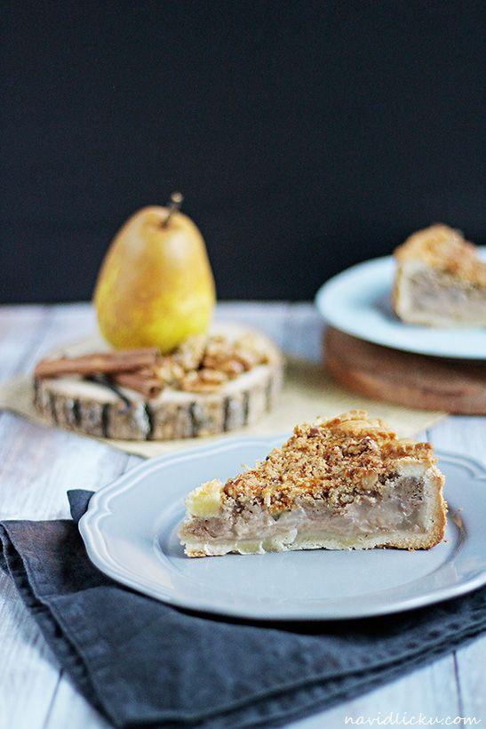 Walnut Streusel Pie with Caramelised Pears / Křehký koláč s hruškami v karamelu a s ořechovou drobenkou | Na vidličku food blog