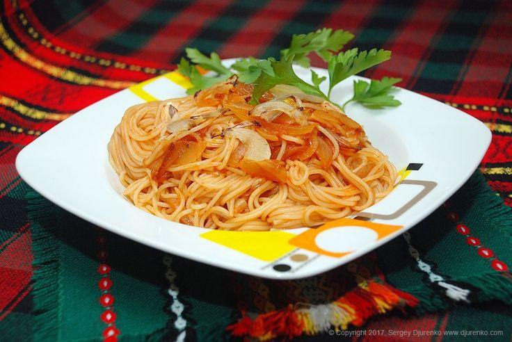 Простой соус с луком — отличная добавка для длинной и тонкой пасты капеллини, идеальное сочетание. Готовится быстро и не сложно