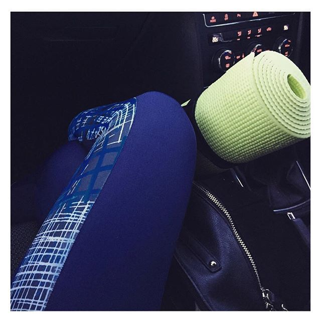 Blue printed yoga leggings and yoga mat || Fit fashion, active living and gym style