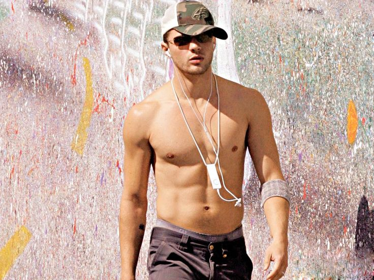 Ryan Phillippe. He is like a Channing Tatum and Justin Timberlake all mixed together. Yummo.