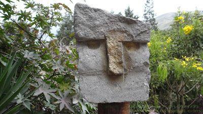 Эквадор скульптура из камня на экваторе