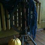 Купить или заказать индиго свитер тяжелый трикотаж натуральный индиго в интернет-магазине на Ярмарке Мастеров. Свитер в стиле снежные косы - Индиго свитера - это мужской джинсовый свитер весом 1050 грамм произведен из 100% хлопковой особо толстой нити. Обработан по старинной традиционной рецептуре только натуральным красителем индиго полученный из растений . Обработанный современным методом Stone Wash Cейчаз в продаже цвета белый , синий (индиго Bliu ) . Свитер который рассчитан на носку…