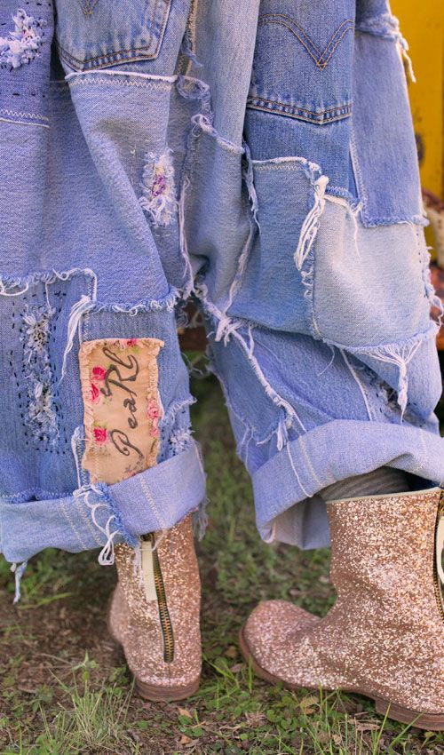 I LOVE THESE JEANS! I want these jeans... but first I have to lose about 50lbs. and grow six inches!