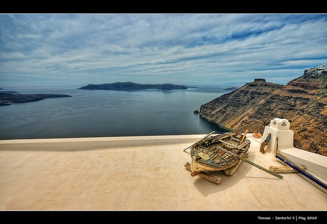 Santorini   photo credits: mighty Pawel Tomaszewicz  http://pinterest.com/pawelt/