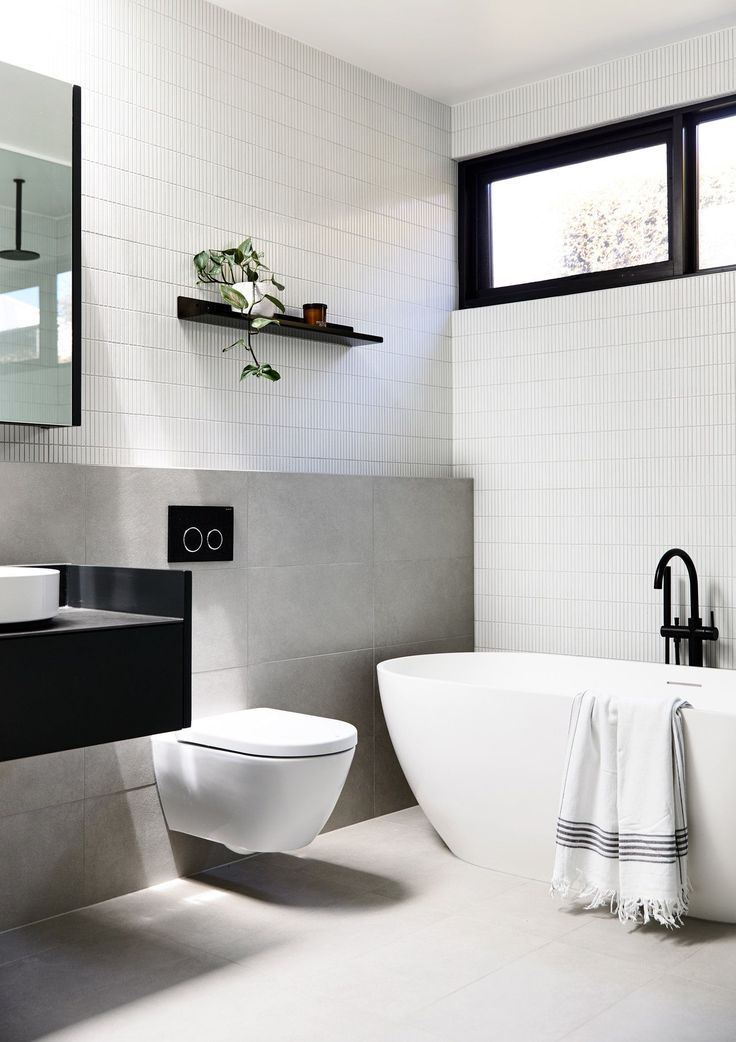 Wie die vertikalen rechteckigen Fliesen an Wand und Regal badezimmerstylesanddesigns  Bathroom